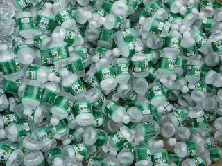 320pxlots_of_bottled_water_2